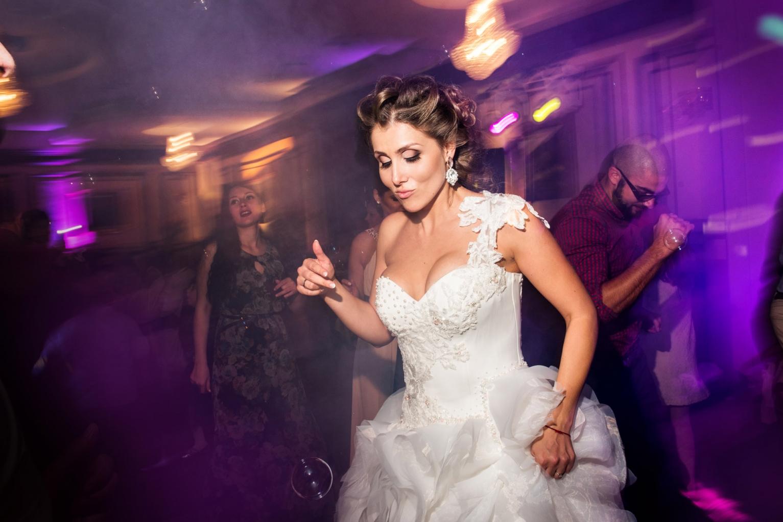 efektno-osvetlenie-svatba-222