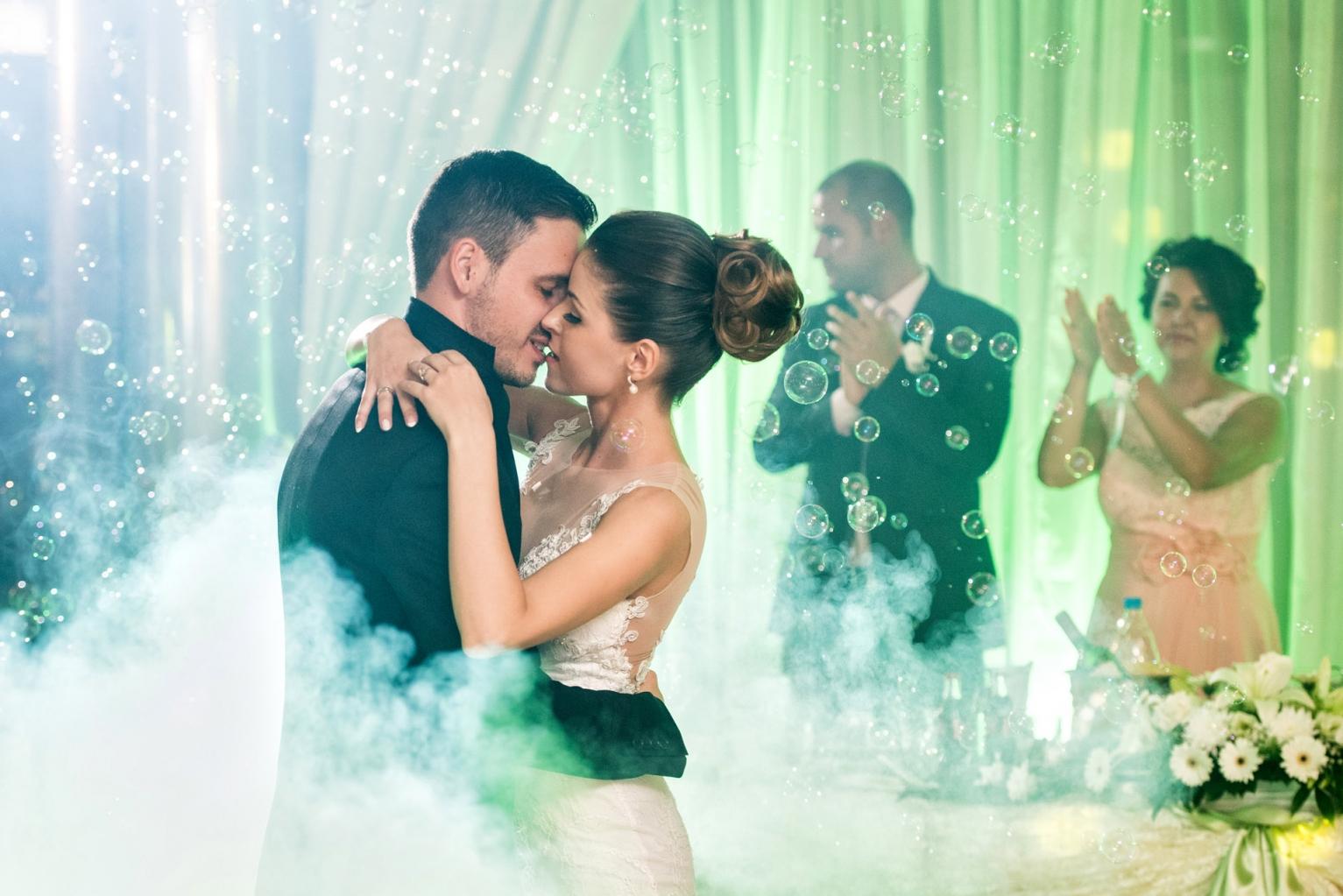 efektno-osvetlenie-svatba-227