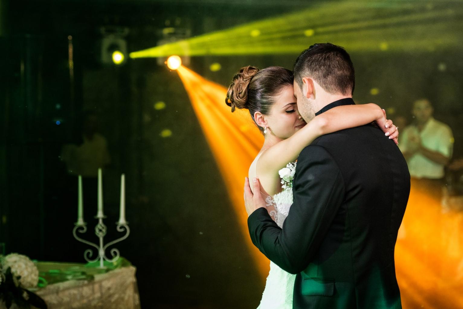 efektno-osvetlenie-svatba-229