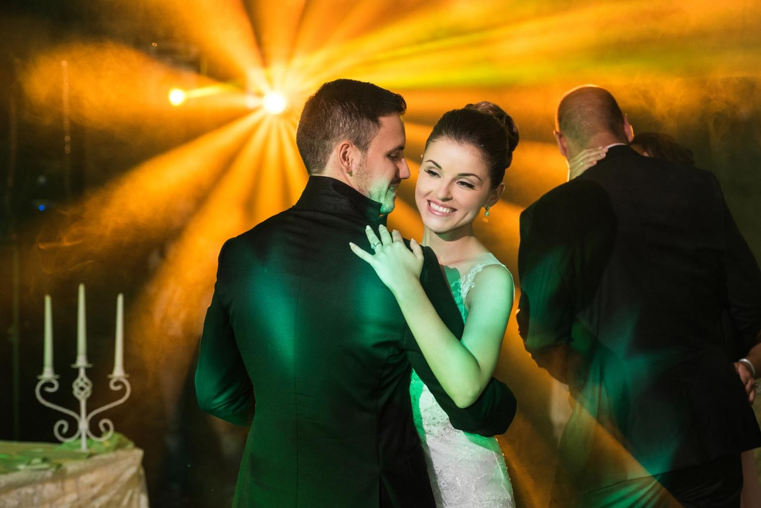 efektno-osvetlenie-svatba-231