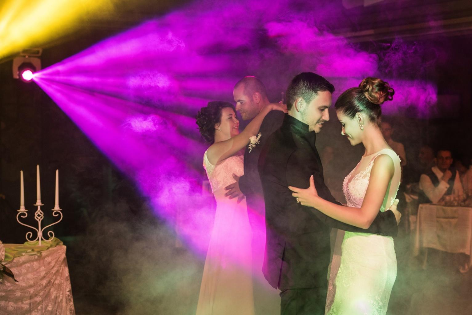 efektno-osvetlenie-svatba-233