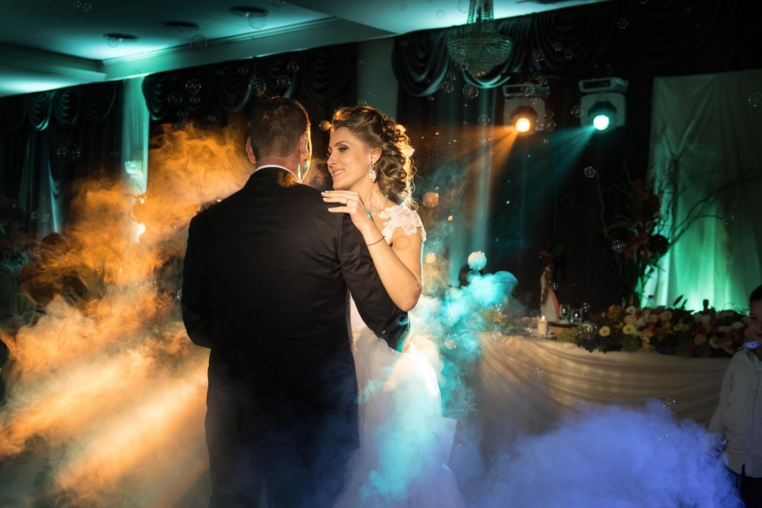 efektno-osvetlenie-svatba-238