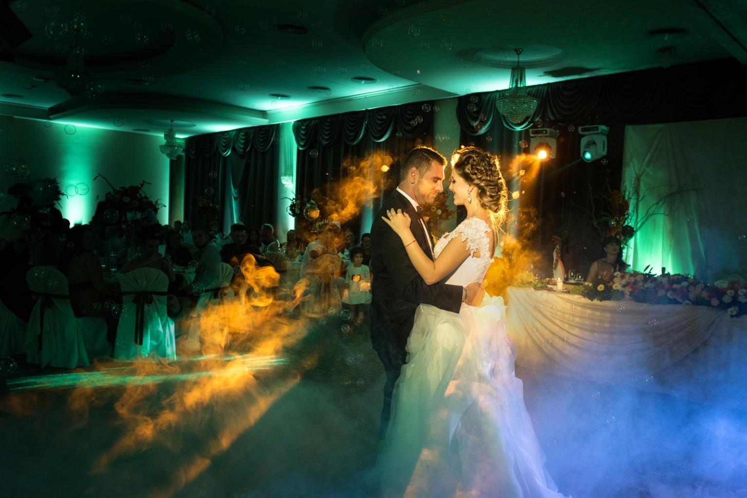 efektno-osvetlenie-svatba-239